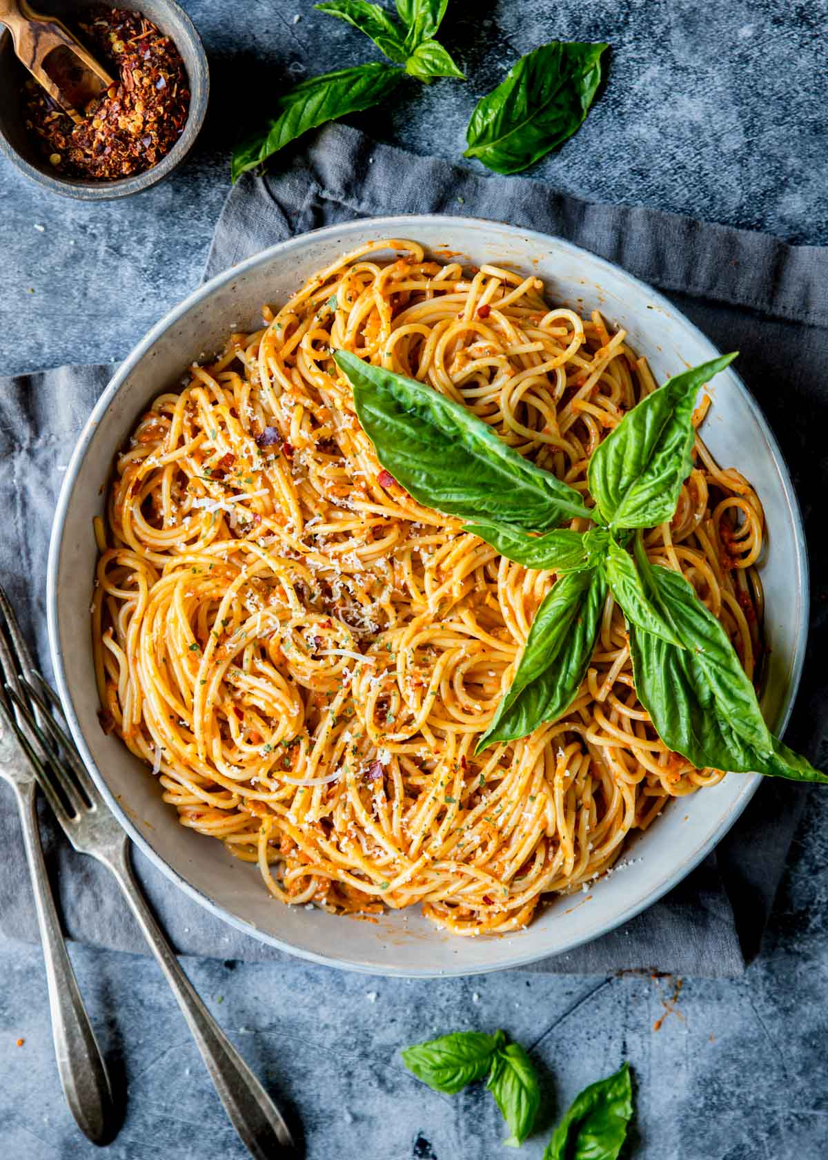 cooked spaghetti with red pepper sauce