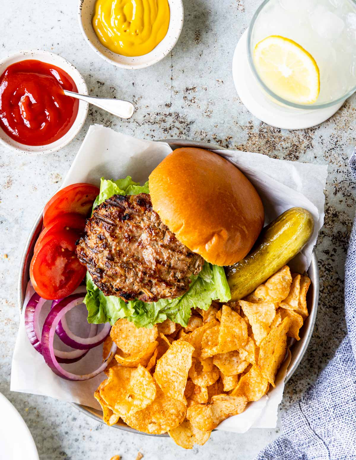 grilled turkey burgers with chips, pickles and lemonade